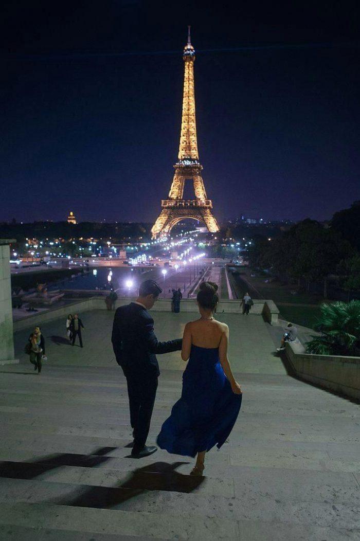 девушка и парень в париже