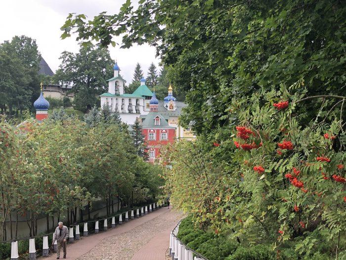 монастырь в печорах фото