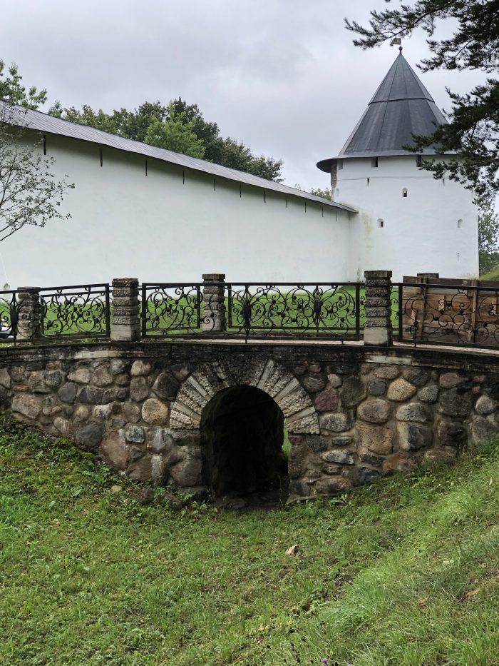 монастырь в печорах крепость