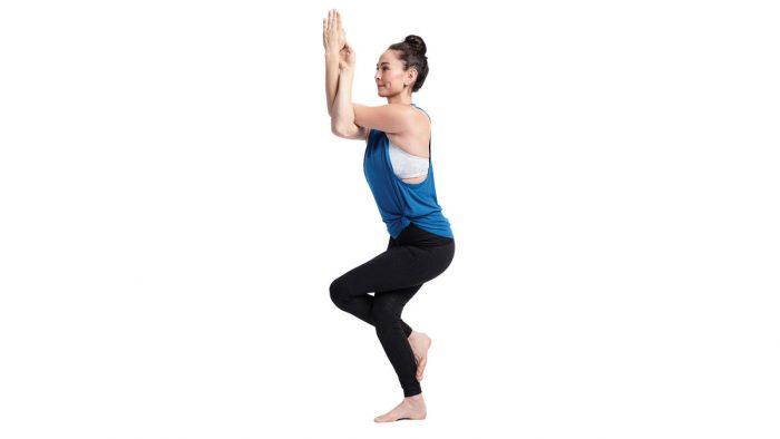 Гарудасана или поза орла в йоге