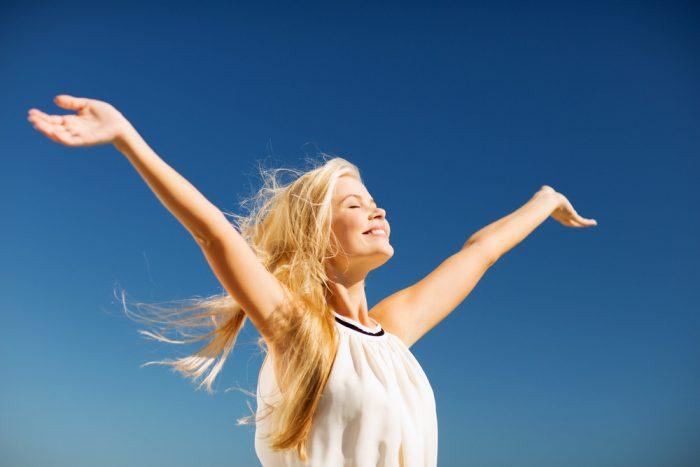 открытая поза в йоге руки вверх