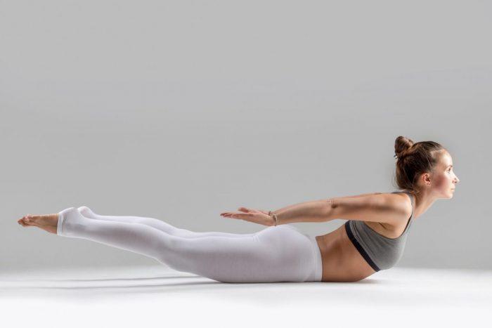 поза саранчи йога