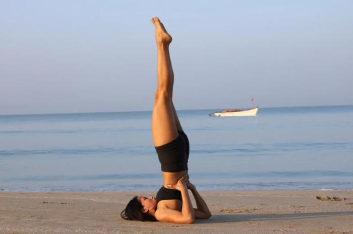 Сарвангасана или перевёрнутая поза в йоге