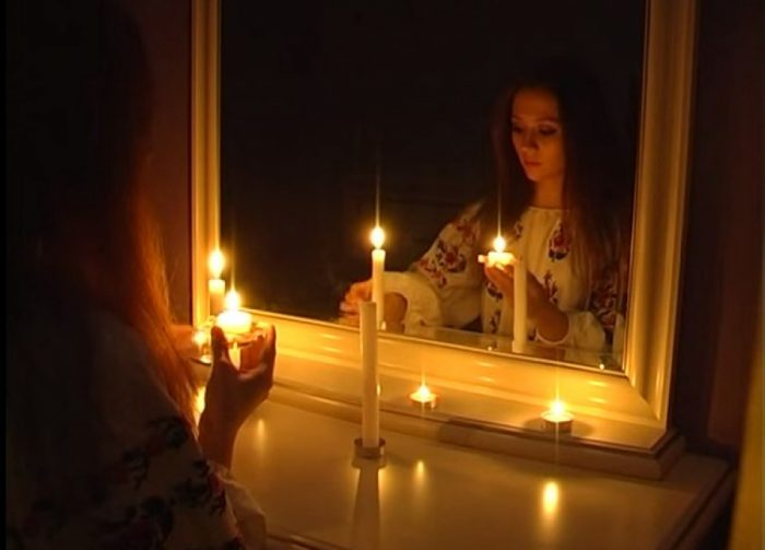 рождественские гадания с зеркалом и свечой