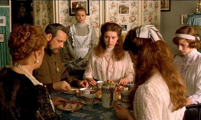 Романовы: Венценосная семья 2000 год