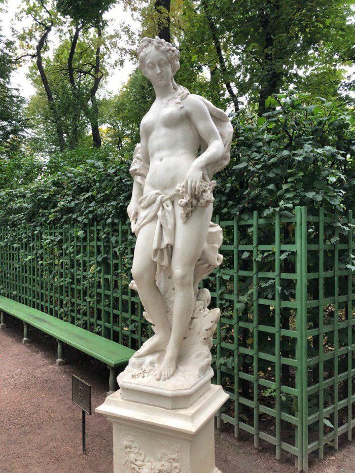 аврора статуя