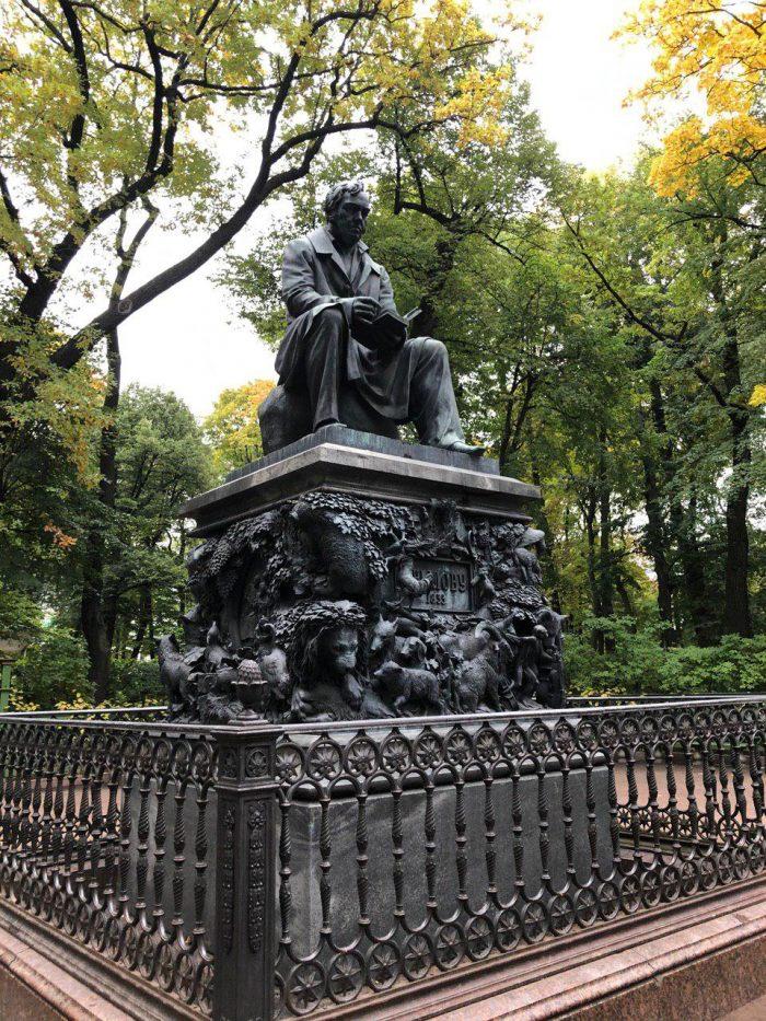 памятник крылову летний сад