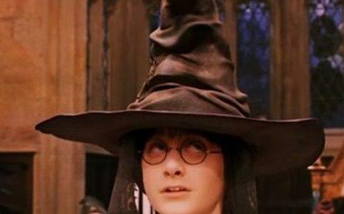 Маска распределяющая шляпа из Гарри Поттера в инстаграме