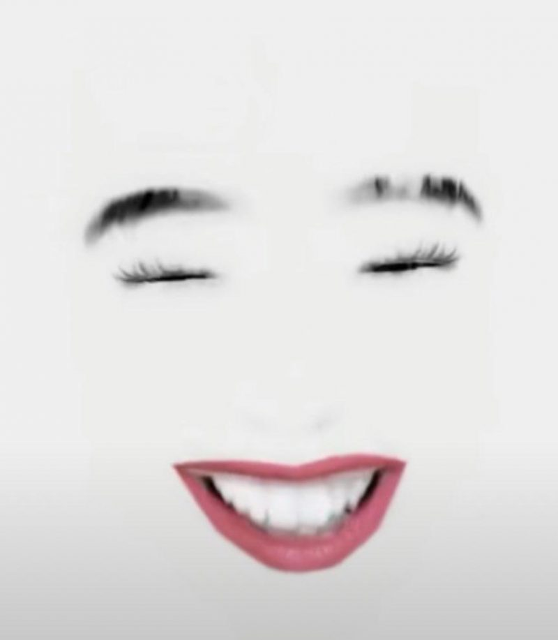 Маска на полностью белом фоне с красными губами