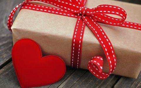 Что подарить на Новый год девушке, жене, маме, теще