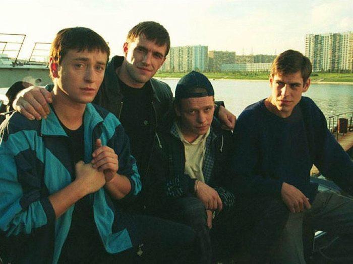 современные русские сериалы про 90-ые