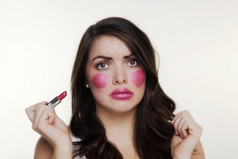 Маска Женщина с макияжем в ТикТоке