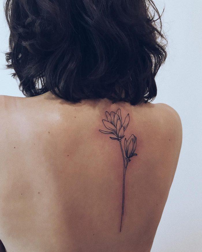 женские тату на спине цветы